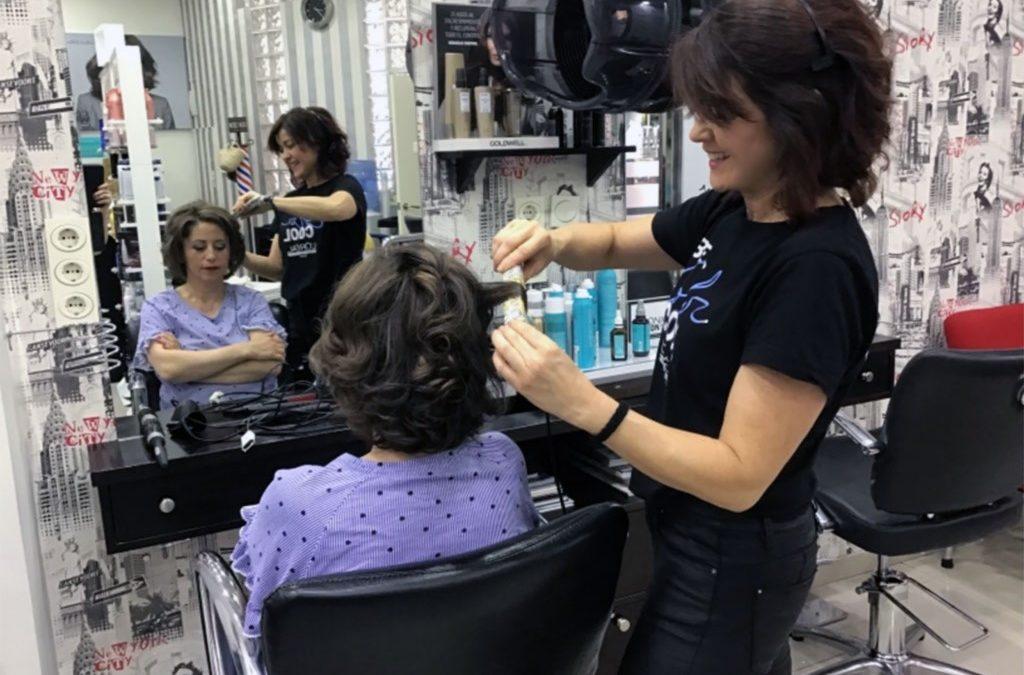 Trabajos de peluquería y maquillaje para ir de Comunión