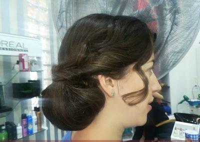 Recogido y colocación de tocado para boda realizado en Extrem peluquería de Jaén